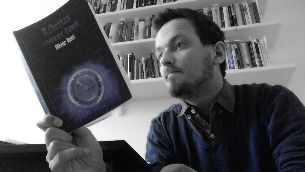 Recenzia: Libertas – Vzorec času (Oliver Hunt)